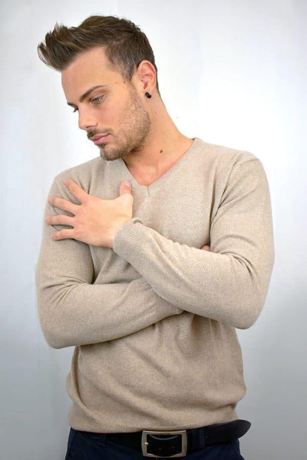 Maglioncino collo a V da uomo beige in Puro Cashmere
