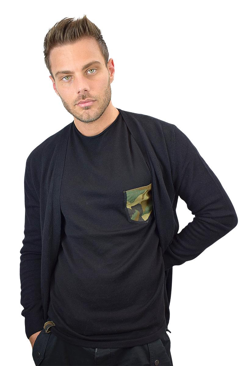 t-shirt nera con taschino militare cotone bio da uomo2