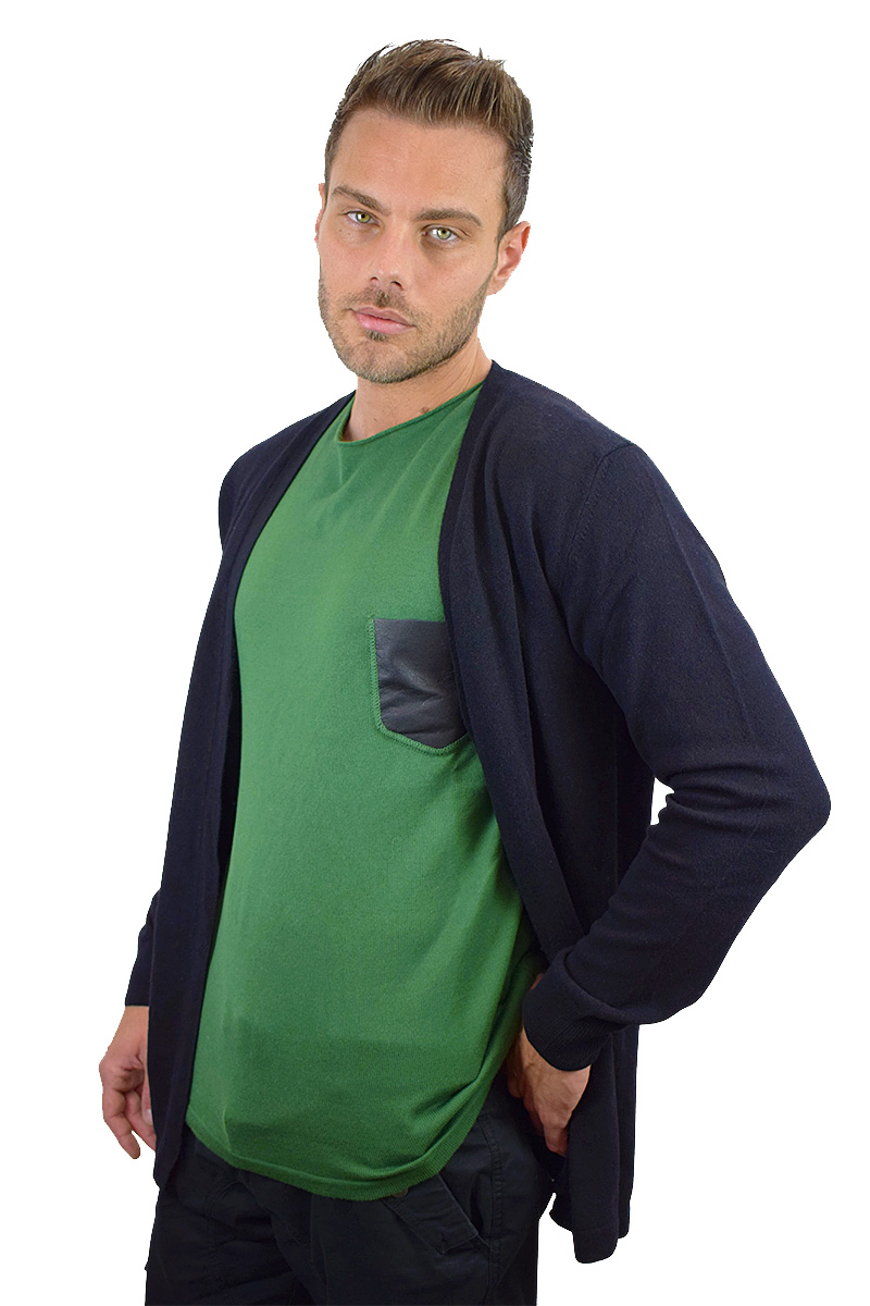 t-shirt verde con taschino nero in pelle cotone bio da uomo2